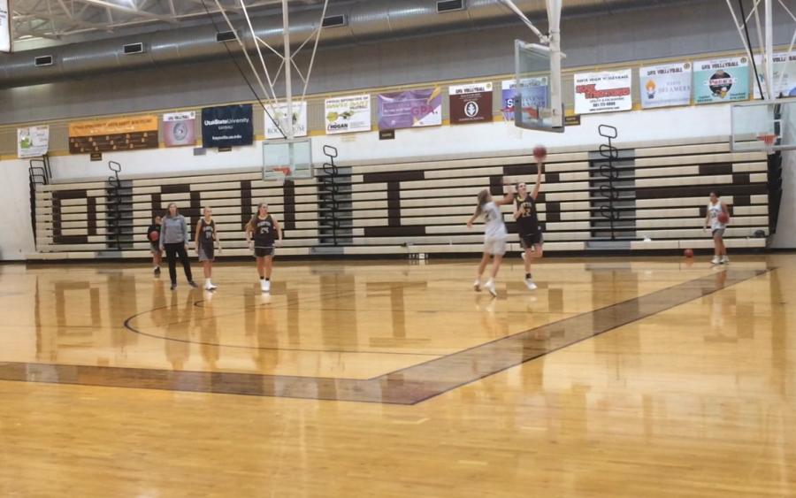 Girls+Basketball+Prepares+for+Upcoming+Season
