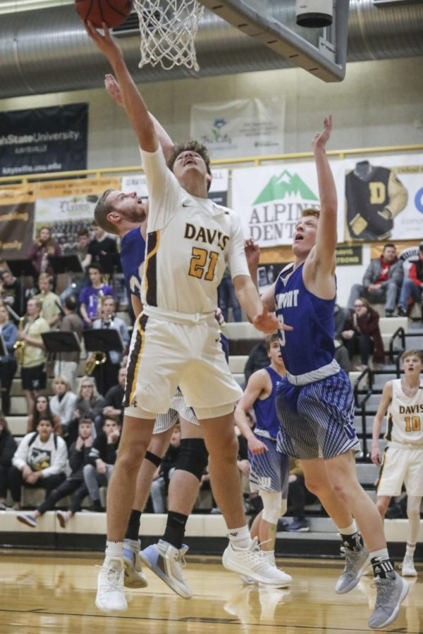 Boys Basketball vs. Clearfield: The Battle for Region Continues