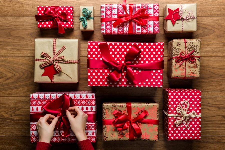 https://www.countryliving.com/diy-crafts/how-to/g900/how-to-wrap-a-gift/