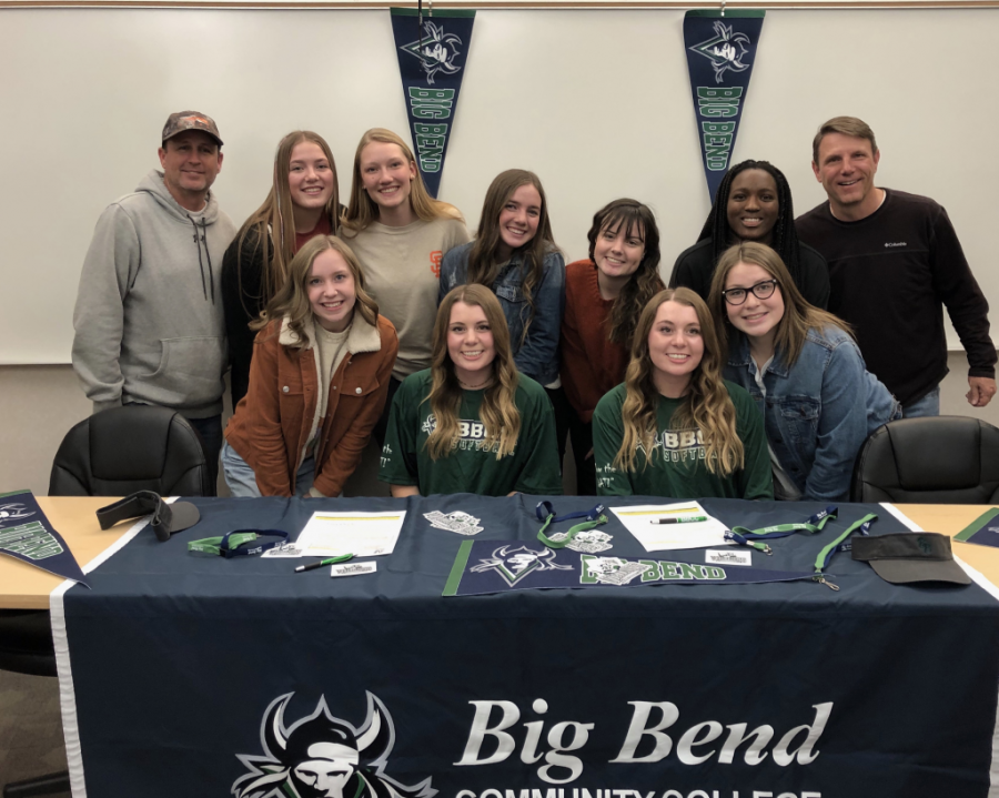 Britney+and+Danielle+sign+to+Big+Bend+Community+College